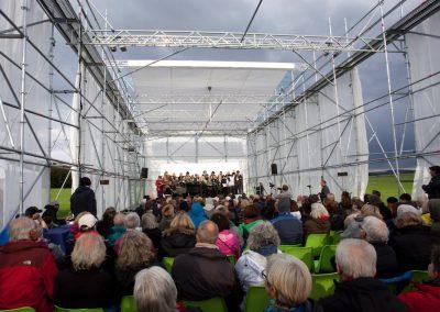 Interim17_Publikum im Pavillon